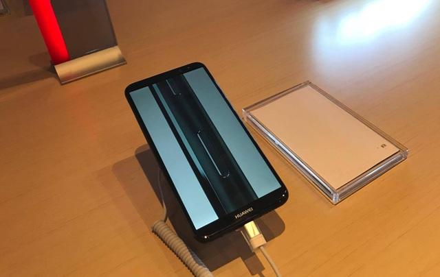 """Smartphone """"4 camera"""" Huawei Nova 2i chính thức ra mắt tại Việt Nam - 3"""