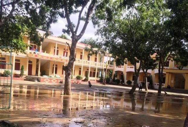 Tại huyện Nông Cống, nước lụt tại các trường bị ngập đã cơ bản rút, công tác dọn dẹp vệ sinh trường lớp đang được triển khai (Ảnh: Trần Văn Cường)