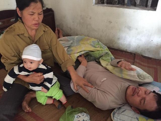 Nhìn con trai chết dần, chết mòn, bác Liên chỉ mong cháu Quỳnh Anh được làm giấy khai sinh để con trai kịp nhìn thấy cho yên lòng.