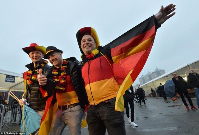 Một nhóm cổ động viên người Đức.