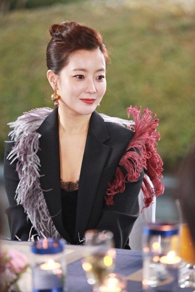 """Kim Hee-sun trong """"Woman of Dignity"""" (Quý cô ưu tú)"""