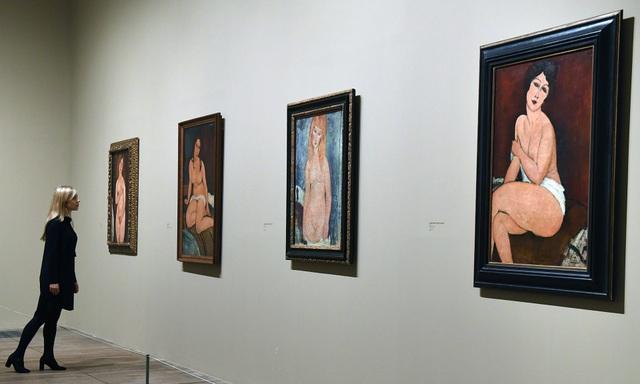 Một góc trong triển lãm Tate Modern trưng bày tranh khỏa thân của Amedeo Modigliani.