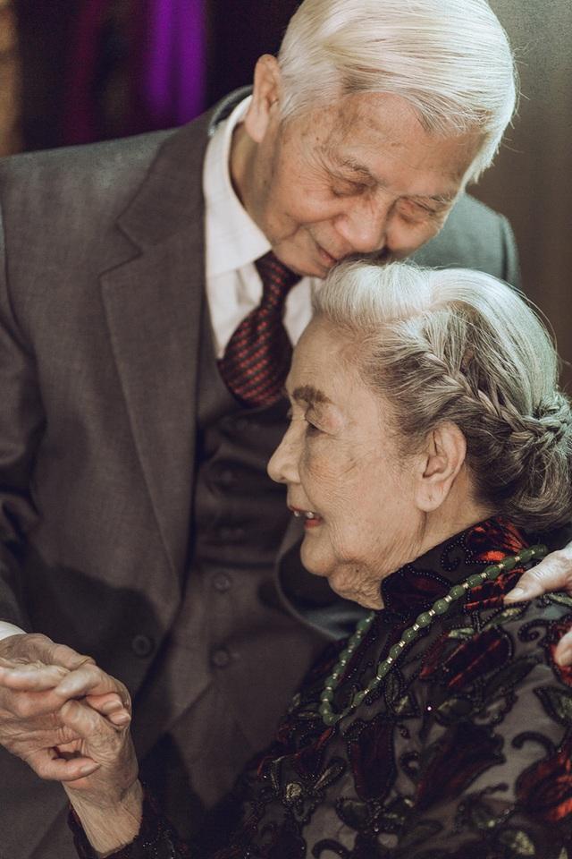 Mỗi buổi sáng, ông Ninh vẫn thường ra quán phở quen thuộc mua về cho bà nhà. Tình yêu của hai người cũng bền chắc và ấm áp như thói quen mua phở sáng của ông Ninh.