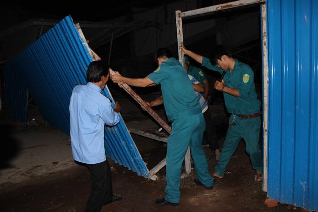 Cơ quan chức năng đến phong tỏa hiện trường, triển khai công tác cứu hộ