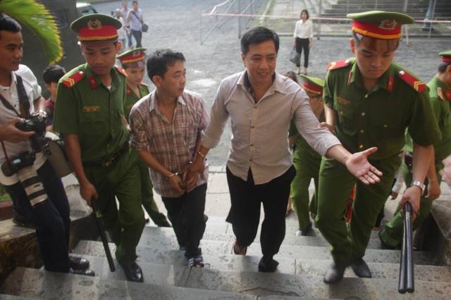 Tiếp tục tạm giam bị cáo Hùng và Cường nhằm phục vụ công tác điều tra xét xử.