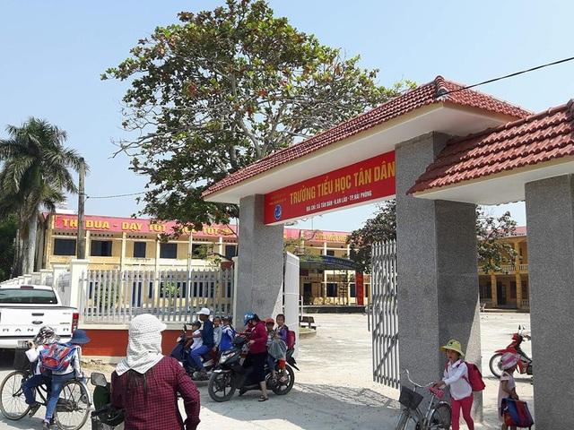 Trường tiểu học Tân Dân phải trả lại một số khoản thu sai qui định cho phụ huynh