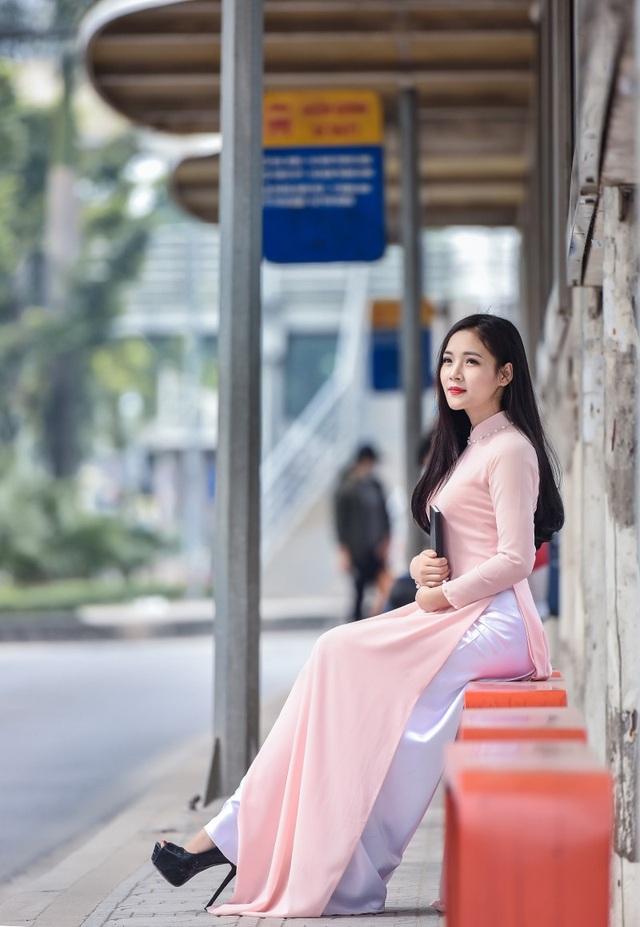 Hoàng Thị Minh Trang (sinh năm 1996), là sinh viên ngành Quản trị doanh nghiệp, Đại học Điện lực Hà Nội.