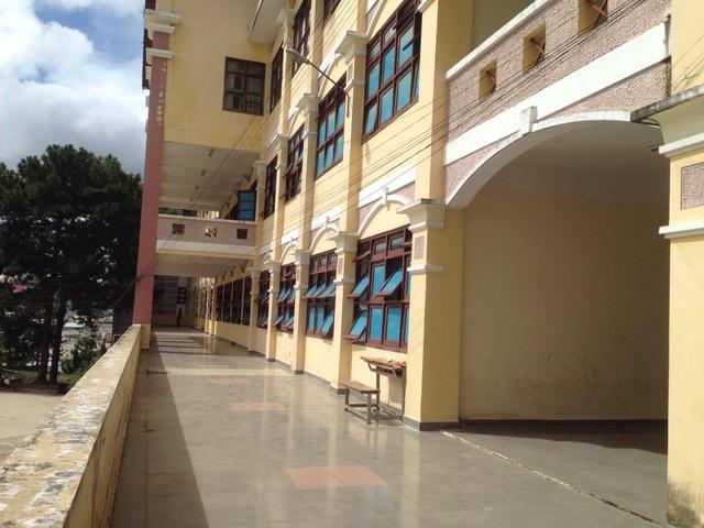 Dãy phòng học mới khang trang giúp giáo viên và học sinh an tâm công tác và học tập