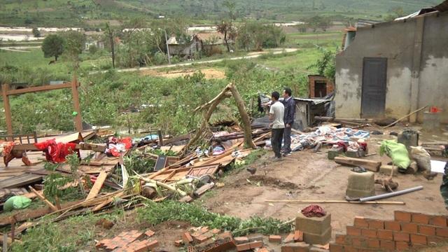 Hiện trường trơ trọi khi căn nhà bị gió lốc cuốn phăng mất (ảnh CTV)