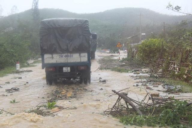 Đắk Lắk: Quốc lộ ngập sâu, hàng trăm ô tô chôn chân trên đỉnh đèo - 4