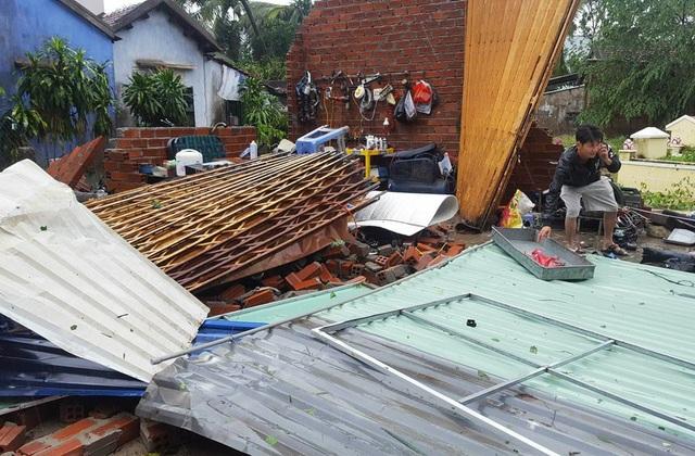 Bão Damrey (bão số 12) đã khiến 42 người trên địa bàn tỉnh Khánh Hòa tử vong, 2 người mất tích