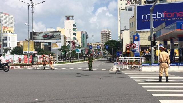 Lực lượng cảnh sát chốt chặn tại nhiều điểm giao cắt