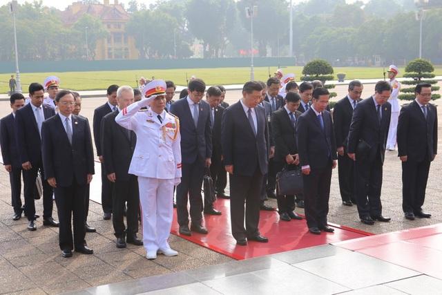 Chủ tịch Trung Quốc Tập Cận Bình vào Lăng viếng Chủ tịch Hồ Chí Minh - 2