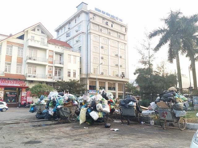 Sau nhiều ngày ùn ứ, rác thải tại thành phố Hạ Long đã được giải phóng