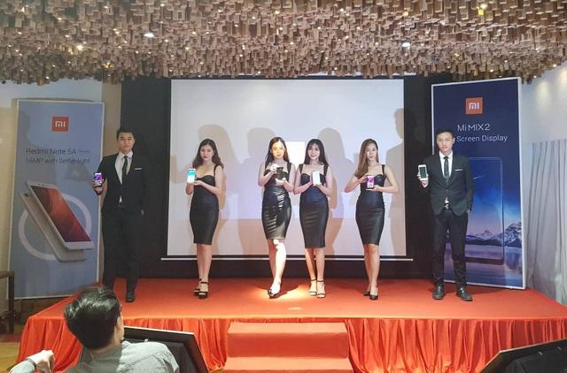 Xiaomi ra mắt Mi Mix 2 và Redmi Note 5A