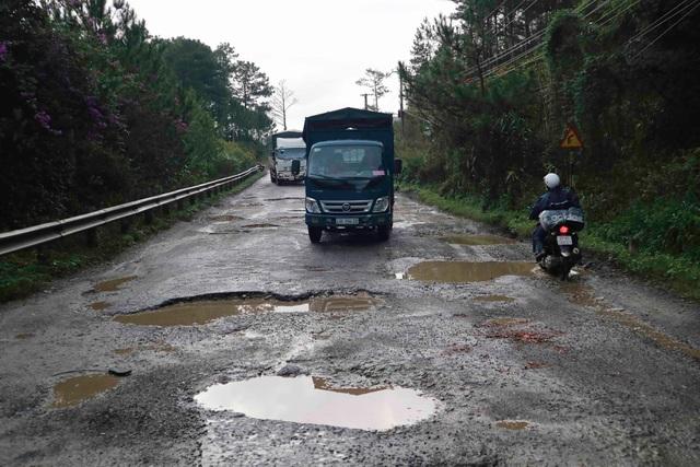 Hãi hùng tuyến đường cửa ngõ Đà Lạt - 2