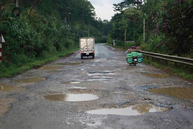 Hãi hùng tuyến đường cửa ngõ Đà Lạt - 1