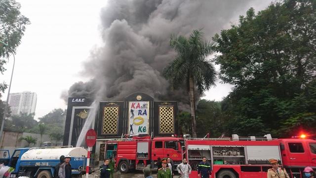 Cháy lớn tại quán karaoke gần khu đô thị Linh Đàm - 1