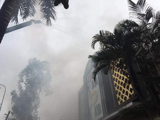 Cháy lớn tại quán karaoke gần khu đô thị Linh Đàm - 6