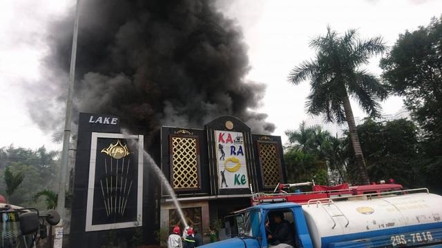 Cháy lớn tại quán karaoke gần khu đô thị Linh Đàm - 4