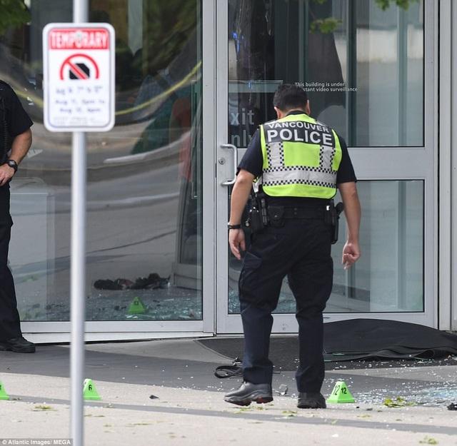 Vụ việc xảy ra vào sáng thứ 2 vừa qua ở tòa tháp Shaw Tower nằm tại thành phố Vancouver, Canada.