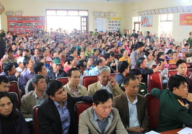 Hàng trăm người dân tham gia buổi đối thoại