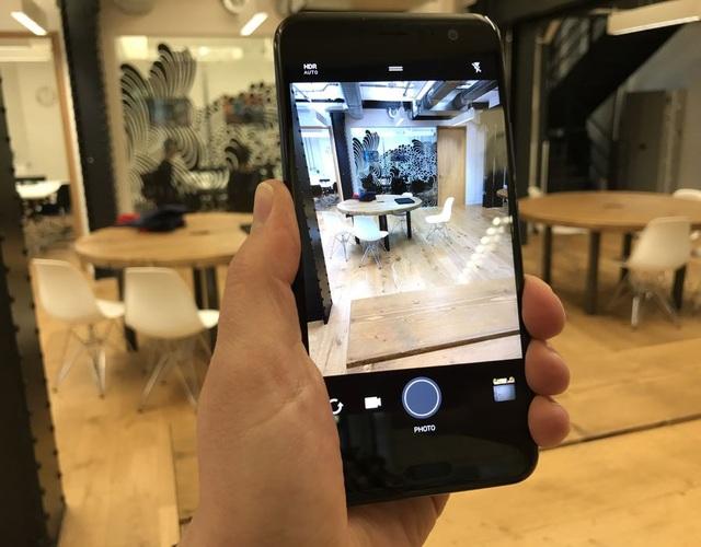 "HTC ra mắt smartphone ""bóp"" đầu tiên trên thế giới - 2"