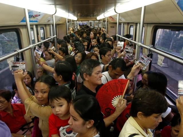 Thủ đô Manila của Philippines hiện là thành phố có mật độ dân cư đông đúc nhất thế giới với trung bình 107.000 người sống trên mỗi diện tích đất 2,5 km2.