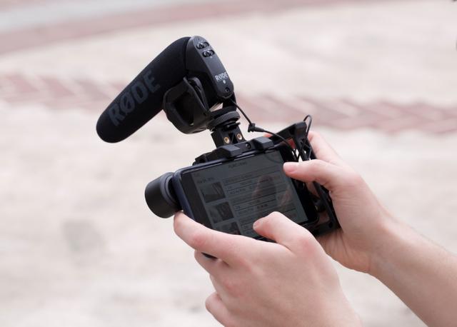 Phụ kiện độc đáo biến smartphone thành chiếc TV cổ - 2