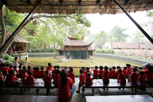 """Dịp Trung thu này, Bảo tàng đã phối hợp cùng Rối nước Longlink Việt Nam tổ chức một chương trình trung thu chủ đề """"Kí ức mùa trăng - Về với vầng trăng tuổi thơ""""."""