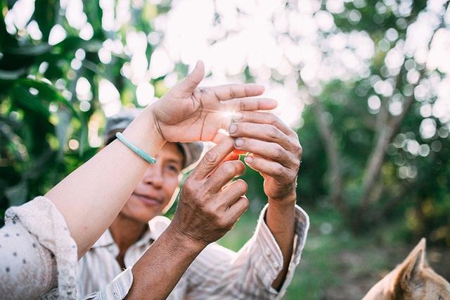 Câu chuyện xúc động sau bộ ảnh vợ chồng nông dân 25 năm hạnh phúc - 8