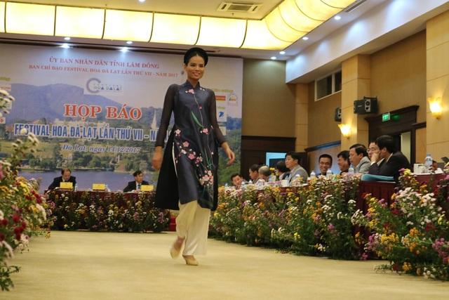 Tơ lụa Bảo Lộc- Lâm Đồng được giới thiệu trong buổi họp báo Festival hoa Đà Lạt lần VI