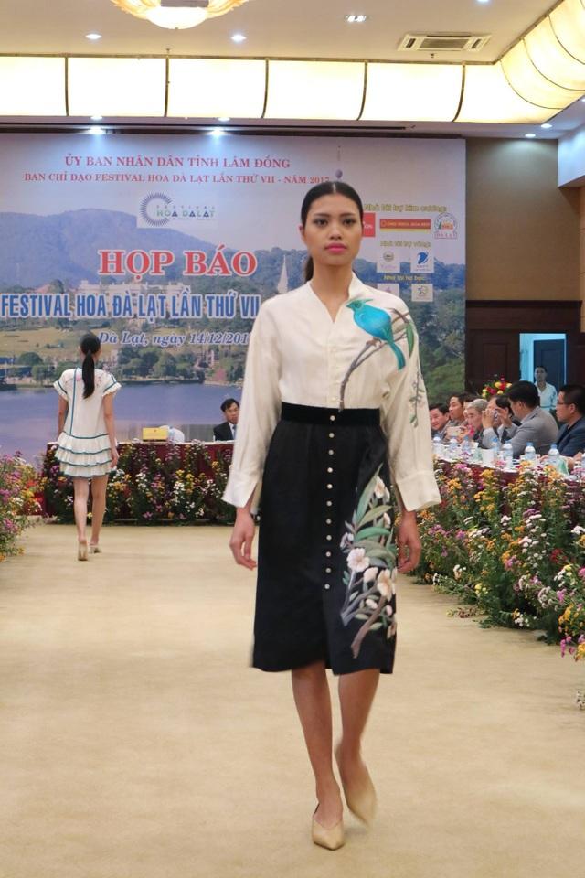 Lần đầu tiên tơ lụa Lâm Đồng được tôn vinh trong Festival hoa Đà Lạt - 2