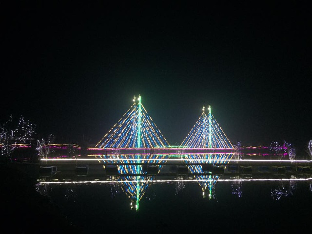 Cây cầu băng dài hàng chục mét tại giáo xứ Phú Xuân.