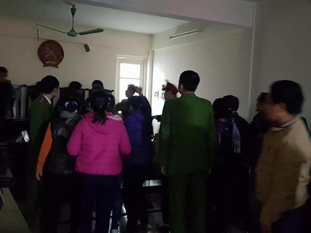 Kỳ án giữa thủ đô: Người dân la hét, phản đối sau khi HĐXX tuyên án! - 2