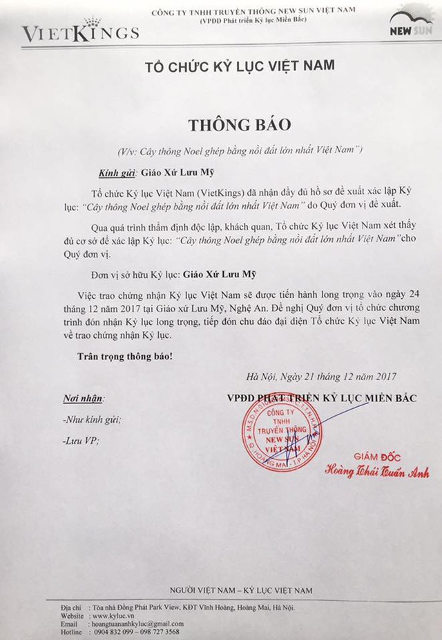 Tổ chức kỷ lục Việt Nam chứng nhận Cây thông Noel ghép bằng 5.000 nồi đất ở xứ Nghệ được xác lập Kỷ lục Việt Nam
