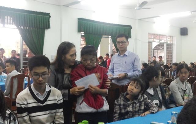 Sở GD - ĐT Đà Nẵng tổ chức trao quà Tết đến học sinh có hoàn cảnh khó khăn