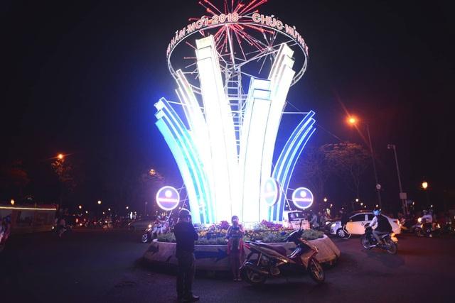 Khu vòng xoay Nhà thờ Đức Bà (Ảnh Nguyễn Quang)