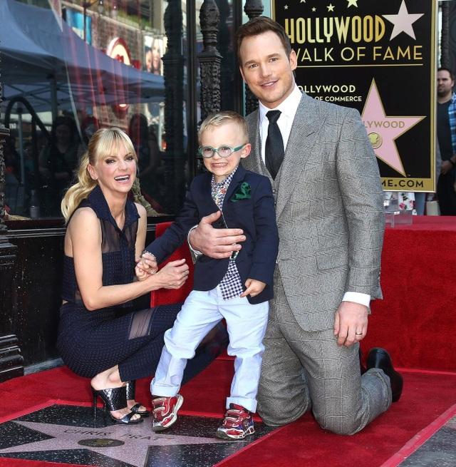 Cặp đôi diễn viên Chris Pratt và Anna Faris bên con trai nhỏ