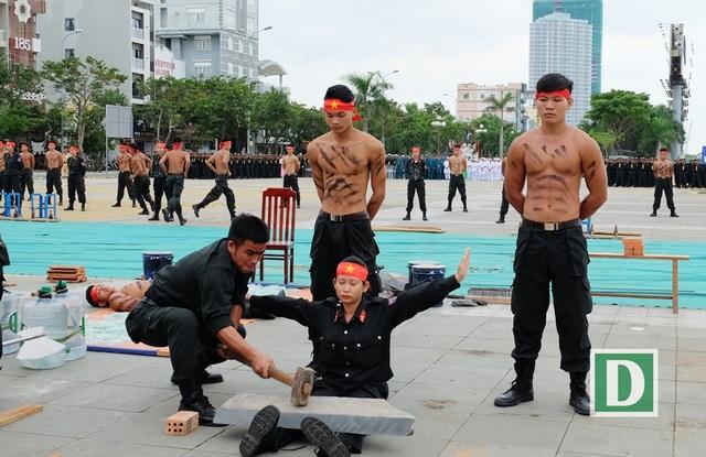 Cảnh sát đặc nhiệm diễn tập khí công, võ thuật chuẩn bị APEC - 11
