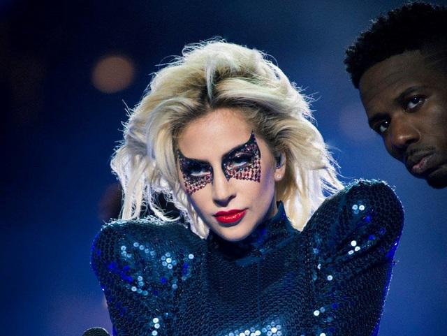 Lady Gaga bị bệnh, phải hủy tour