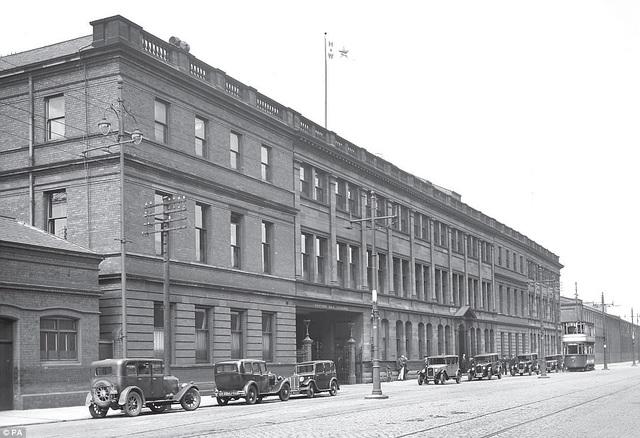 Khi khách sạn Titanic được hoàn thành, đây sẽ là khách sạn lấy cảm hứng từ con tàu huyền thoại (và bi kịch) Titanic một cách chân thực nhất. Khách sạn được xây sửa lại từ trụ sở văn phòng của hãng tàu Harland & Wolff khi xưa, chính tại nơi đây, con tàu Titanic đã được thiết kế và thực hiện hồi đầu thế kỷ 20.