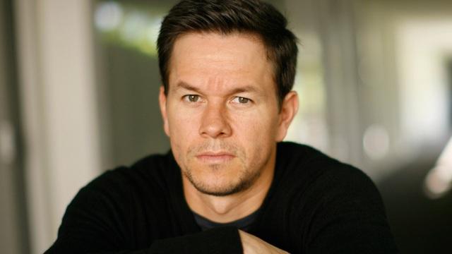 Mark Wahlberg đã vươn lên tới vị trí đầu bảng trong xếp hạng thù lao của các nam tài tử, với thu nhập 68 triệu USD (1.545 tỷ đồng). Trong năm qua, Wahlberg đóng 3 phim điện ảnh và một bộ phim truyền hình.