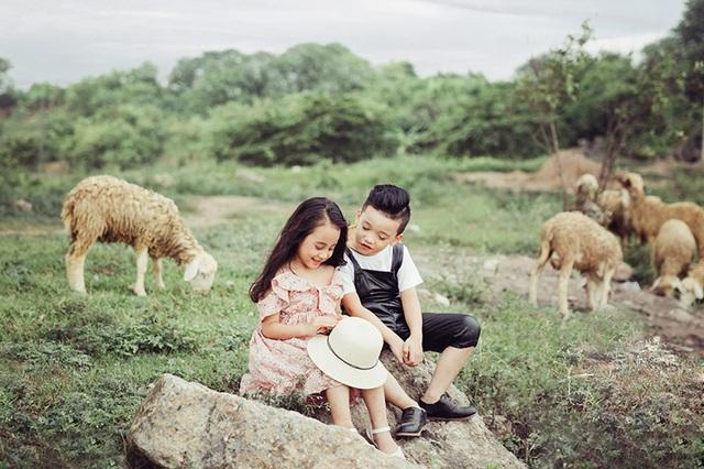 Cặp đôi mẫu nhí Cao Hữu Nhật (sinh năm 2010) và Trần Lê Bảo Vy (sinh năm 2011).