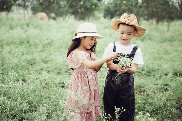 Cùng yêu thích thời trang và được chụp ảnh, hai em đã từng chụp khá nhiều bộ ảnh thời trang.