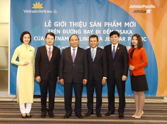 Thủ tướng Nguyễn Xuân Phúc và lãnh đạo Bộ Giao thông vận tải dự Lễ giới thiệu sản phẩm mới của Vietnam Airlines và Jetstar Pacific, ngày 7/6