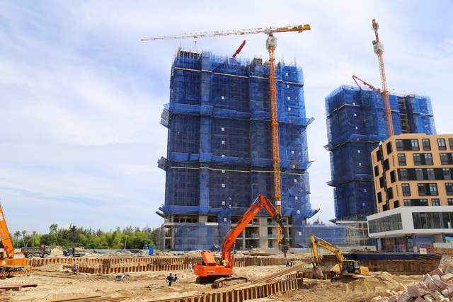 Dự án Coco Skyline Resort hiện đã cất nóc và tiếp tục đẩy nhanh thi công để bàn giao đúng hạn cho khách