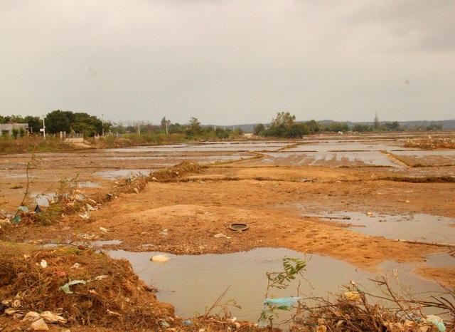 Hàng trăm ha đất sản xuất lúa bị sa bồi, thủy phá chưa thể khắc phục, người dân không thể sản xuất có thể thiếu đói