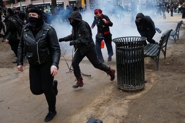 Cánh sát Mỹ bắt hơn 200 người biểu tình phản đối Tổng thống Trump - 6