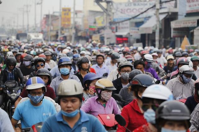 Cửa ngõ Sài Gòn kẹt xe kinh hoàng gần 10 tiếng đồng hồ - 4